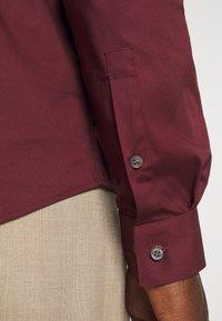 Calvin Klein Tailored - LOGO STRETCH EXTRA SLIM - Formal shirt - tawny port - 5