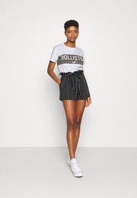Hollister Co. - T-shirt med print - white - 1