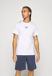 Reebok - TAPE TEE - T-shirt med print - white - 0