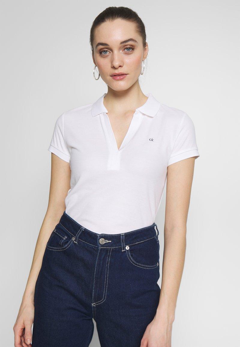 Calvin Klein - ESSENTIAL - Polo shirt - calvin white