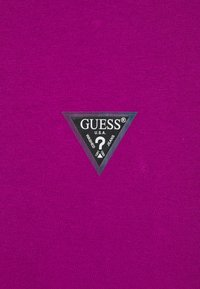 Guess - MINI TRIANGLE - Basic T-shirt - lipstick geranium - 2