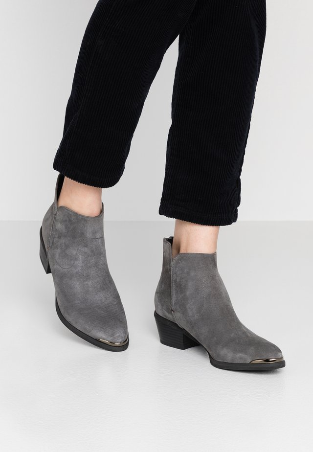 LEATHER ANKLE BOOTS - Ankle boots - grey