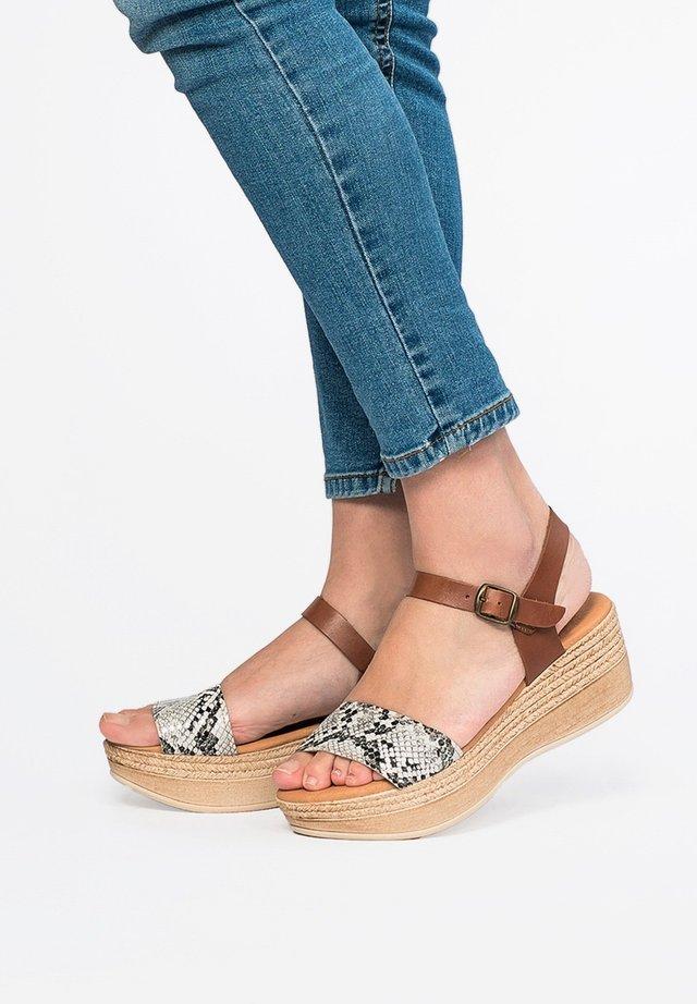 Platform sandals - 001