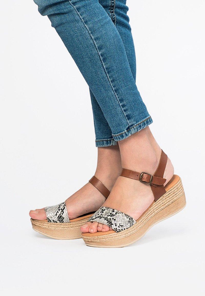 Eva Lopez - Platform sandals - 001
