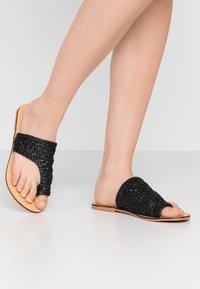 Pieces - PSASIE  - Sandály s odděleným palcem - black - 0