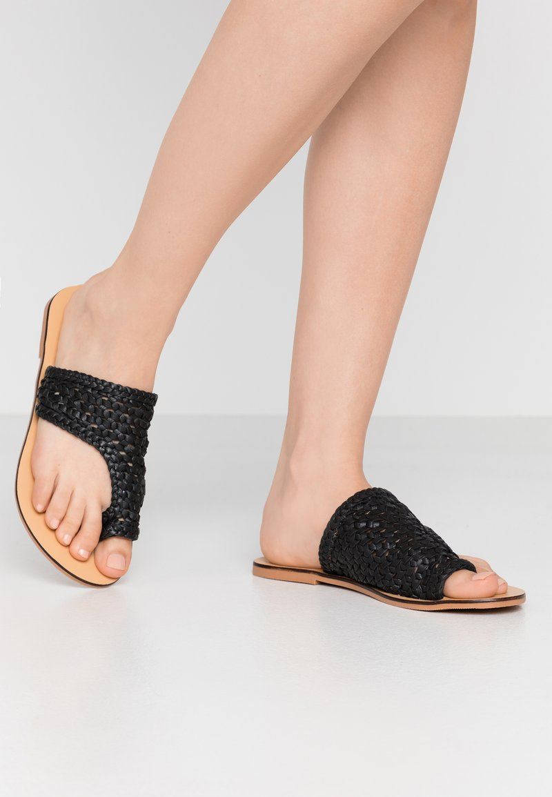 Pieces - PSASIE  - Sandály s odděleným palcem - black