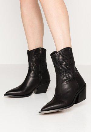 GIVEN - Cowboy/biker ankle boot - black