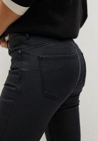 Mango - Jeans Skinny Fit - zwart - 4