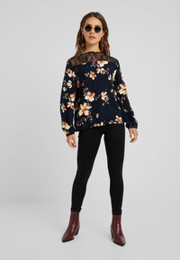 Vero Moda Petite - VMSOPHIA SOFT - Jeans Skinny Fit - black - 1