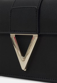 Valentino Bags - PENELOPE - Across body bag - nero - 4