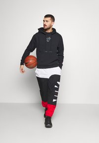 Nike Performance - NBA MIAMI HEAT CITY EDITION ESSENTIAL HOODIE - Club wear - black - 1