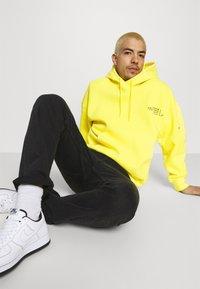 Jordan - WASHED HOODY - Luvtröja - opti yellow/black - 3
