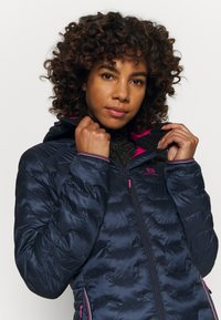 State of Elevenate - WOMENS MOTION HOOD - Chaqueta de esquí - dark blue - 3
