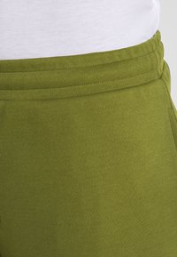 Jack & Jones Performance - JJIZPOLYESTER SHORT - Sports shorts - winter moss - 3