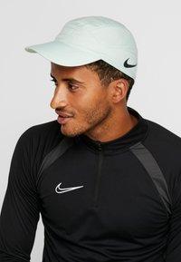 Nike Performance - AERO - Kšiltovka - pistachio frost/black - 1