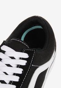 Vans - UA COMFYCUSH OLD SKOOL - Trainers - black - 6