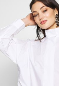 Weekday - NOELLE BLOUSE - Blouse - white - 4