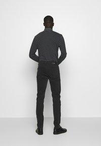 Won Hundred - DEAN - Slim fit jeans - charcoal - 2