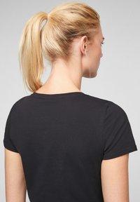 QS by s.Oliver - Basic T-shirt - black - 4