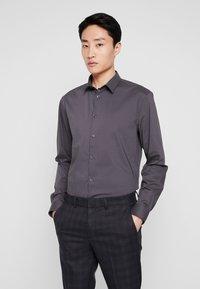 CELIO - MASANTAL SLIM FIT - Formal shirt - charcoal - 0