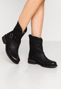 Felmini - VERDY - Cowboy/biker ankle boot - morat black - 0