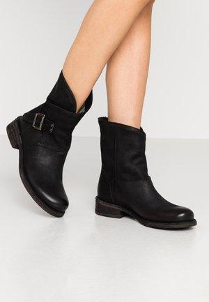 VERDY - Kovbojské/motorkářské boty - morat black