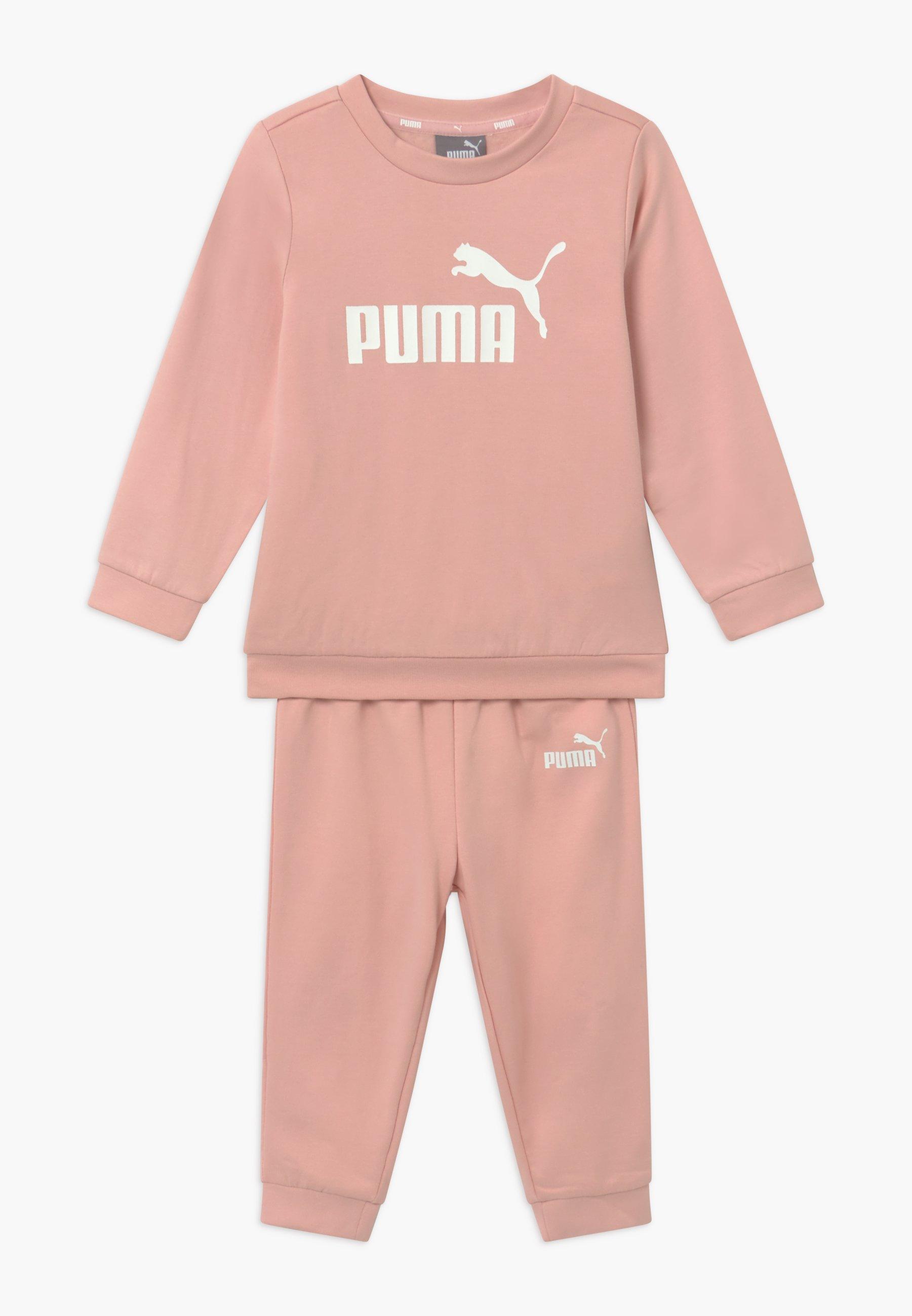 Puma MINICATSS CREW JOGGER SET - Tracksuit - peachskin/light pink ...