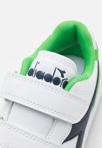 Diadora - PLAYGROUND UNISEX - Sports shoes - white/black iris/classic green - 5