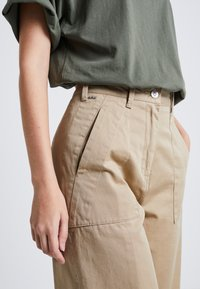 G-Star - ARMY WIDE LEG - Flared jeans - sahara - 4