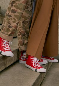 Converse - CHUCK TAYLOR ALL STAR - Sneakersy wysokie - university red/black/rush blue - 3