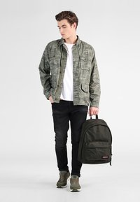 Eastpak - OUT OF OFFICE - Rucksack - bush khaki - 0