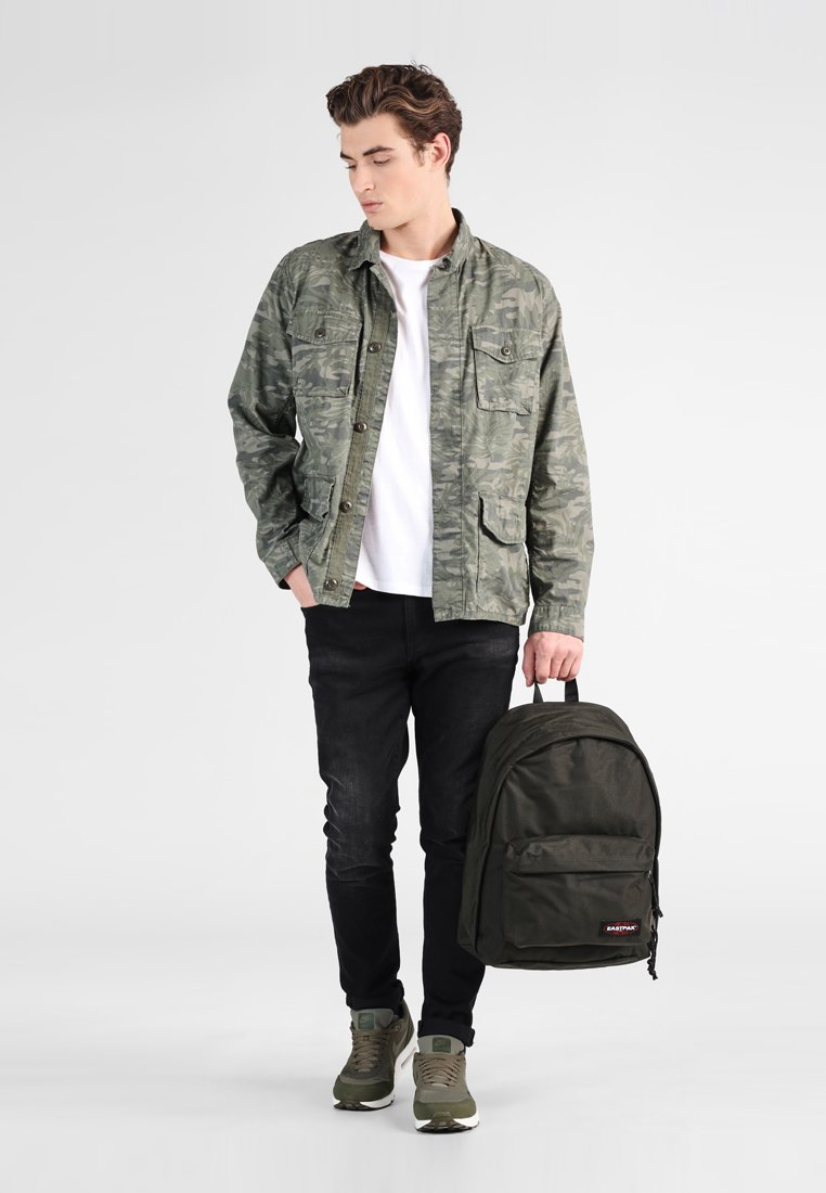 Eastpak - OUT OF OFFICE - Rucksack - bush khaki