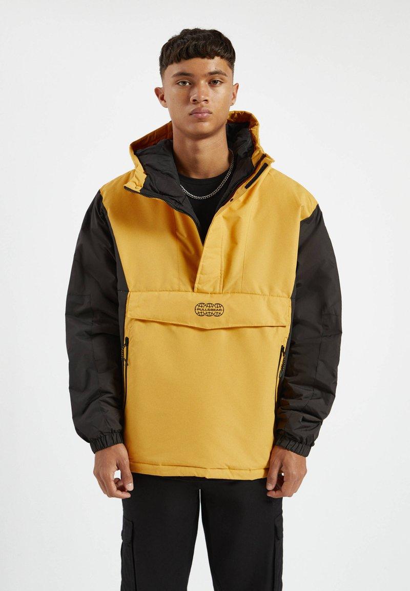 PULL&BEAR - MIT BAUCHTASCHE - Light jacket - yellow
