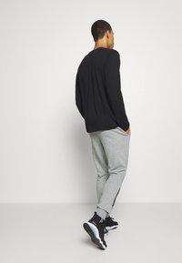 Puma - REBEL PANTS BLOCK - Pantalon de survêtement - medium gray heather - 2