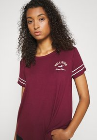 Hollister Co. - PRINT CORE - Print T-shirt - burgandy - 3