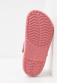 Crocs - CROCBAND  - Klapki - blossom/white - 6
