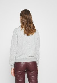 ONLY - ONLJOYCE O-NECK  - Sweatshirt - light grey melange - 2