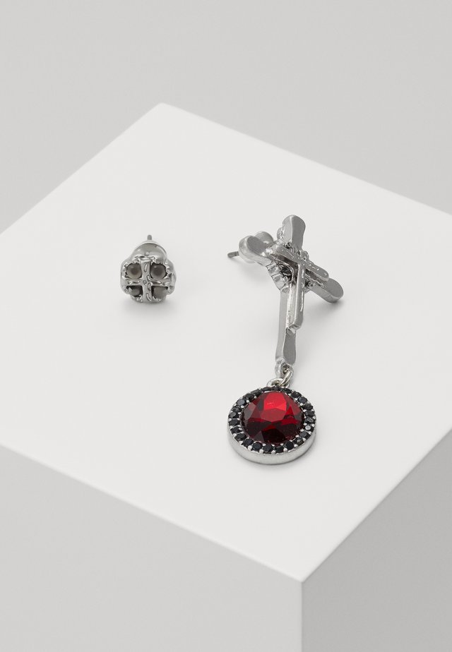 ASSYMETRIC RED STONE CROSS DROP SET - Earrings - red/silver-coloured
