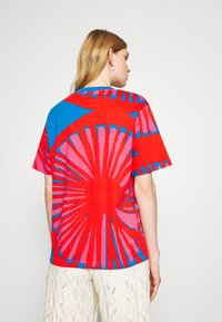 Marimekko - CREATED KUUSIKKO APPELSIINI - T-shirt print - bright blue/orange/pink - 2
