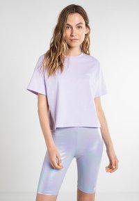 Vans - WM LOOSE CROPPED SS TEE - Basic T-shirt - purple heather - 0