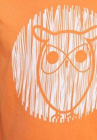 KnowledgeCotton Apparel - ALDER OUTLINE TEE - T-shirt med print - abricut buff - 2