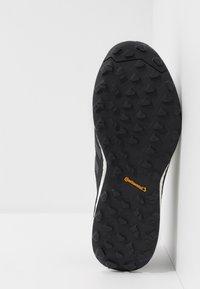 adidas Performance - TERREX AGRAVIC FLOW - Löparskor terräng - core black/grey six/solar orange - 4