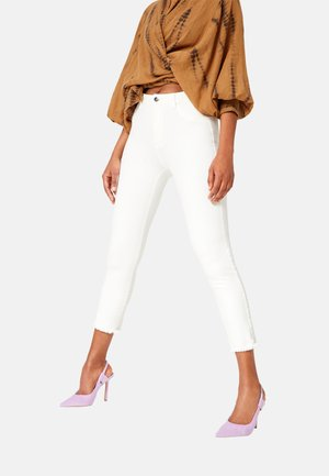 CROPPED HIGH RISE  - Slim fit jeans - off white