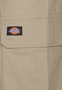 Dickies - COMBA ELASTICATED CARGO - Cargo trousers - khaki - 5