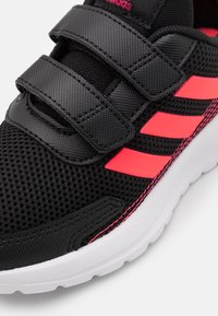 adidas Performance - TENSAUR RUN UNISEX - Hardloopschoenen neutraal - core black/signal pink/power pink - 5