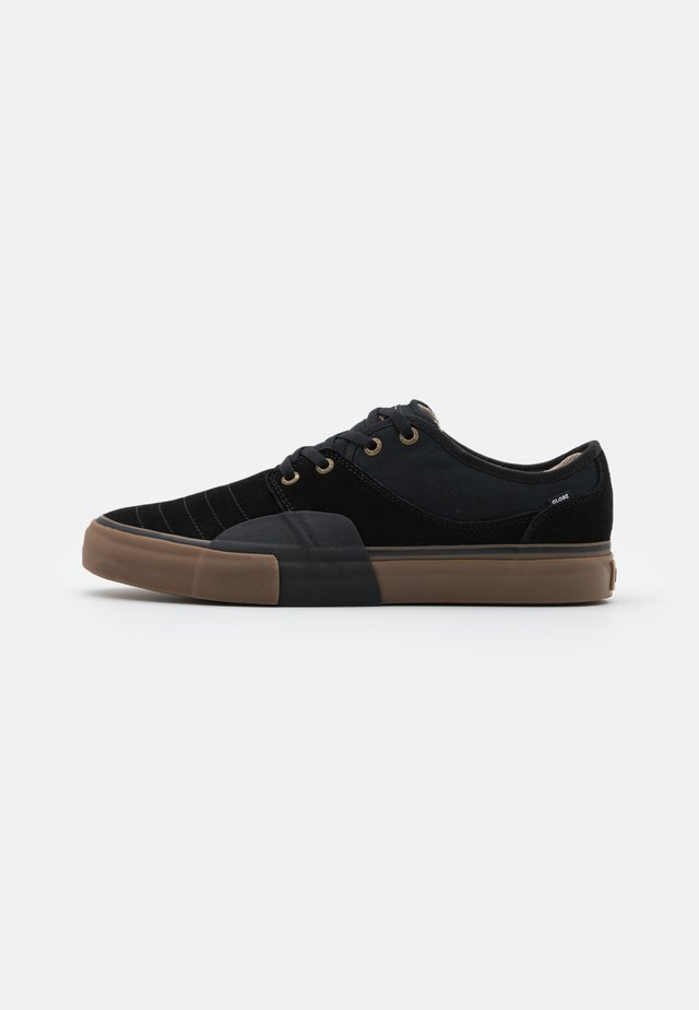MAHALO PLUS - Skate shoes - black wrap