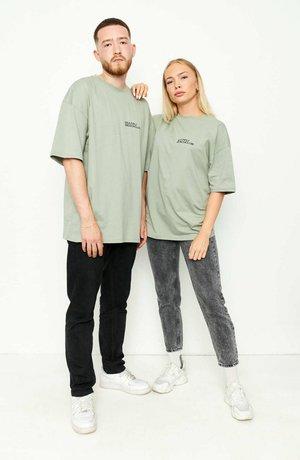 OVERSIZE LES - T-shirt med print - oliv