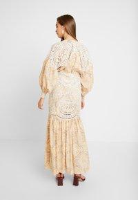 Thurley - MUSE DRESS - Długa sukienka - gold raid tile - 3