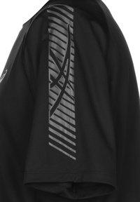 ASICS - ICON - Print T-shirt - performance black / carrier grey - 2
