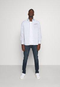 Burton Menswear London - BASIC 5 PACK - Basic T-shirt - pink - 0